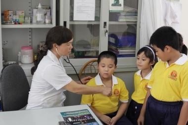 Trường học có học sinh nội trú phải đảm bảo nhân viên y tế trực 24/24 giờ