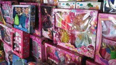 Đồ chơi Trung Quốc có chất gây ung thư: Biết độc nhưng vẫn bán, vẫn mua