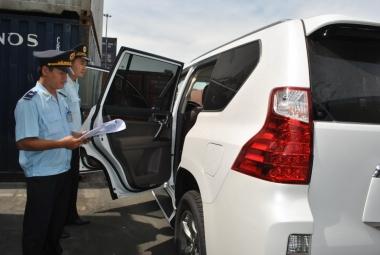 """Bộ Tài chính yêu cầu """"siết chặt"""" quản lý ô tô nhập khẩu"""