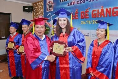 Phi Thanh Vân nhận bằng tốt nghiệp CEO cao cấp