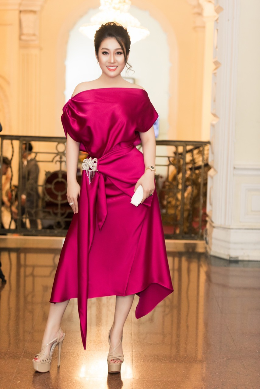 Xã hội - Nữ hoàng Kim Trang sang chảnh dự sự kiện, thu hút mọi ánh nhìn (Hình 2).