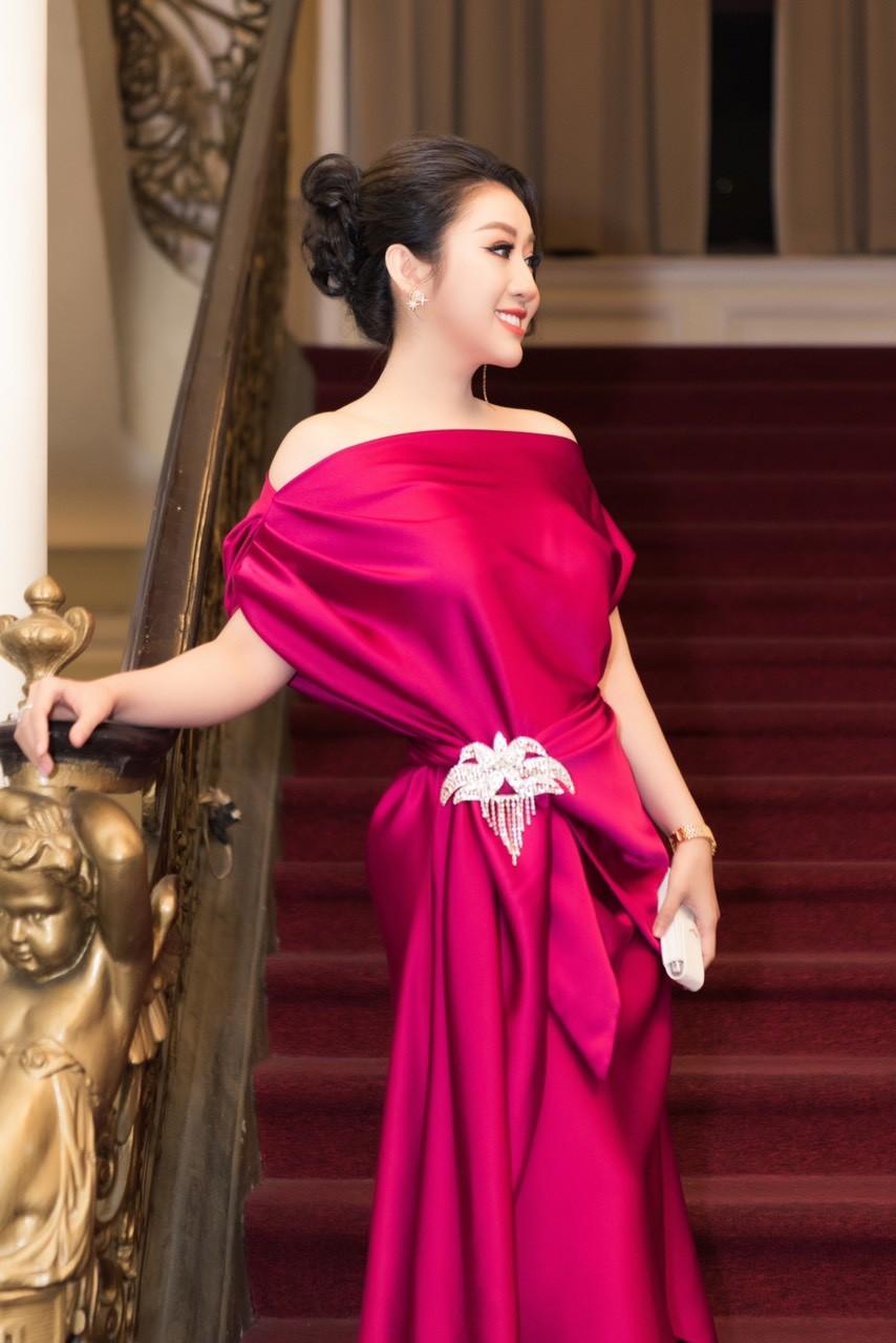 Xã hội - Nữ hoàng Kim Trang sang chảnh dự sự kiện, thu hút mọi ánh nhìn (Hình 3).
