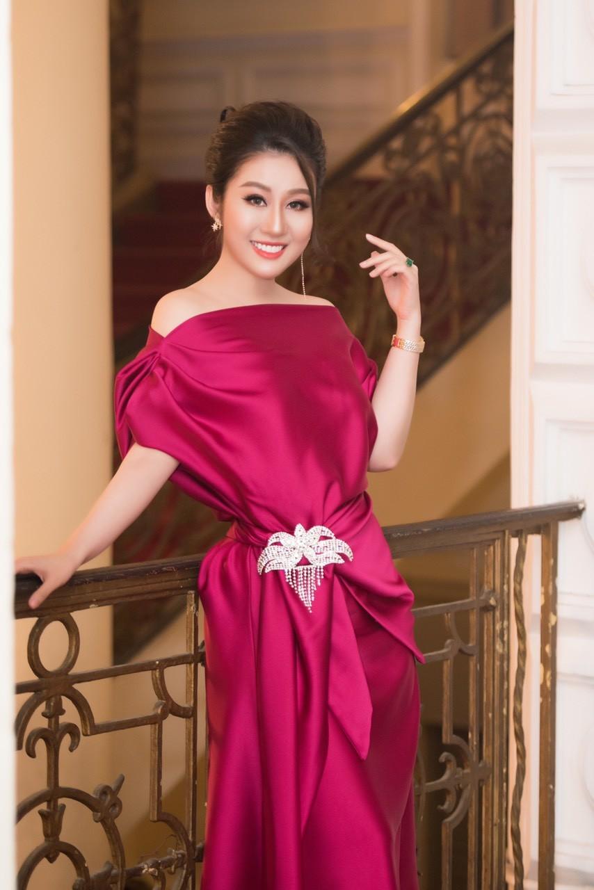 Xã hội - Nữ hoàng Kim Trang sang chảnh dự sự kiện, thu hút mọi ánh nhìn (Hình 4).