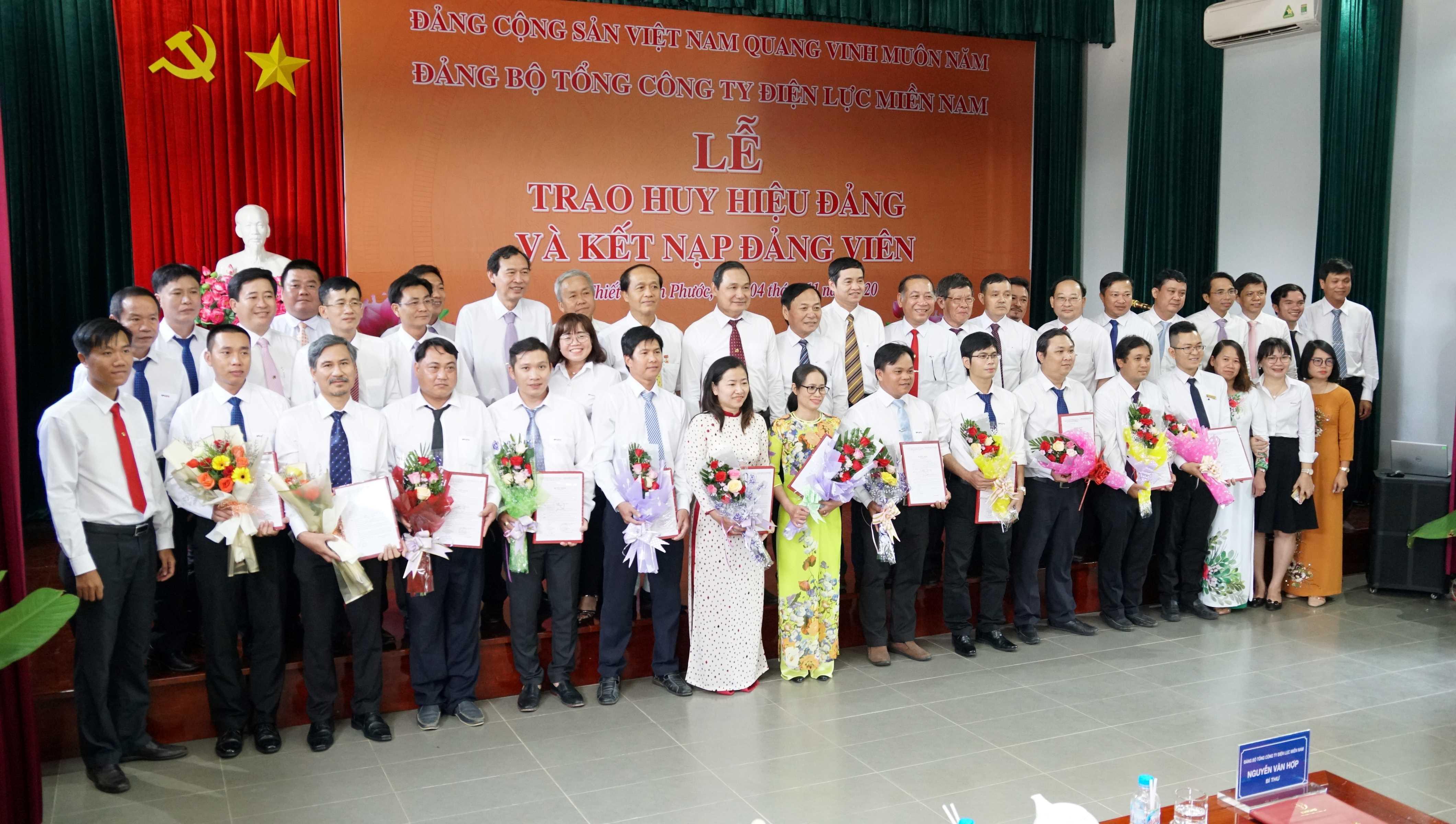 EVNSPC kết nạp 12 đảng viên tại  khu di tích đặc biệt quốc gia Tà Thiết