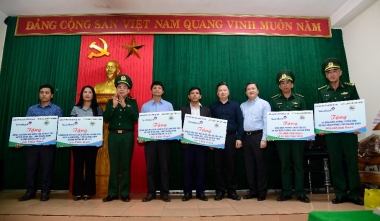 VietinBank hỗ trợ quân dân khu vực biên giới tỉnh Quảng Nam, Quảng Bình khắc phục thiệt hại do mưa lũ