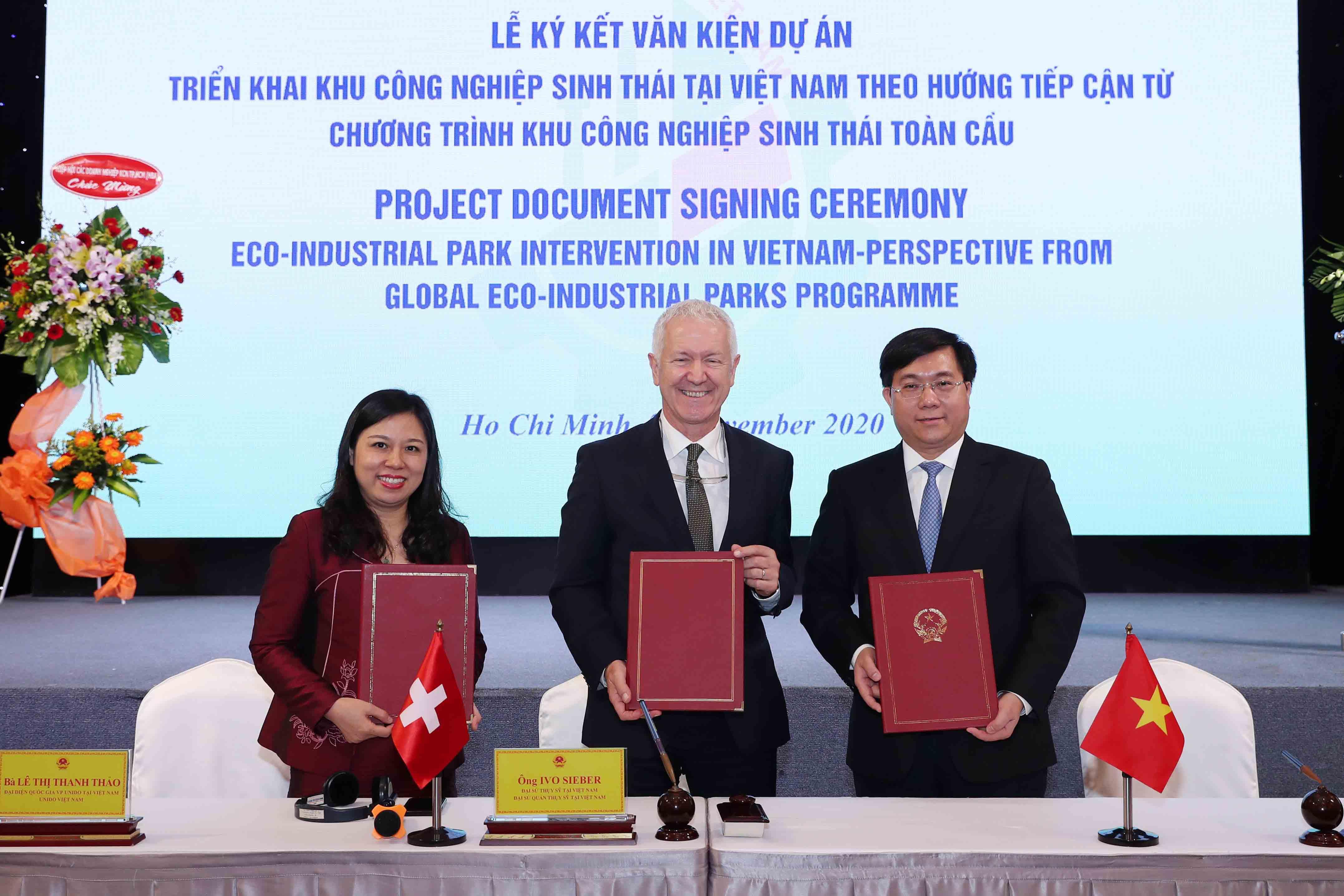Triển khai KCN sinh thái tại Việt Nam theo hướng tiếp cận từ Chương trình KCN sinh thái toàn cầu