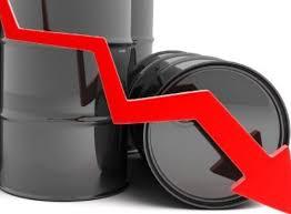 """Giá xăng dầu lao dốc """"đẩy"""" CPI 2 đầu tàu đất nước giảm"""