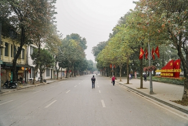 Hà Nội yêu cầu người dân ở nhà, dừng mọi dịch vụ không thiết yếu từ 00h00 ngày 19/7