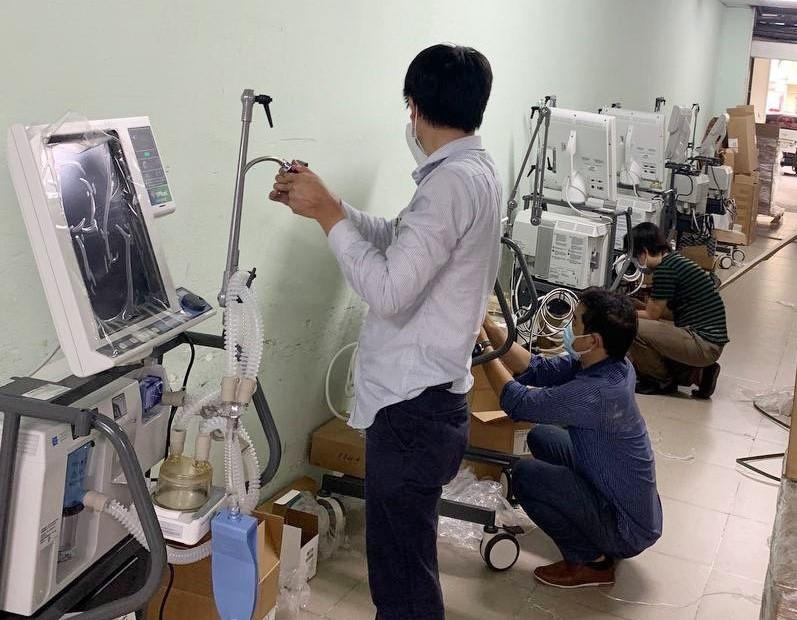 Từ nay đến 30/7, VPBank sẽ bàn giao 715 máy thở, hỗ trợ người dân phía Nam