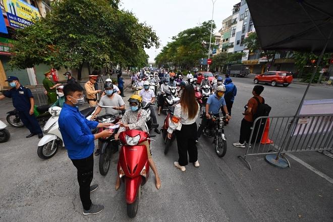 Hà Nội cần chuẩn hóa hồ sơ xác nhận giấy đi đường cho người dân