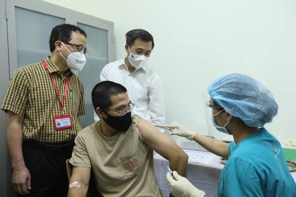 100 tình nguyện viên đầu tiên tiêm thử nghiệm lâm sàng vaccine ARCT-154