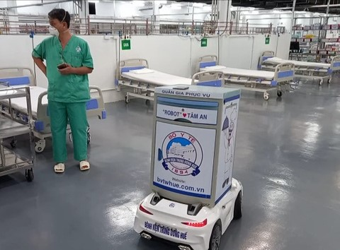 Đưa robot vào điều trị bệnh nhân COVID-19 nặng tại TPHCM