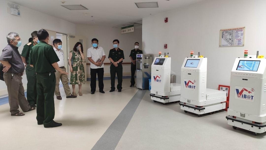 Robot hỗ trợ đắc lực trong phòng, chống Covid-19 tại các 'điểm nóng'