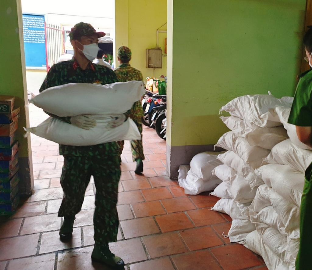MB trao 90 tấn gạo hỗ trợ nhân dân TP.HCM vượt khó chống dịch