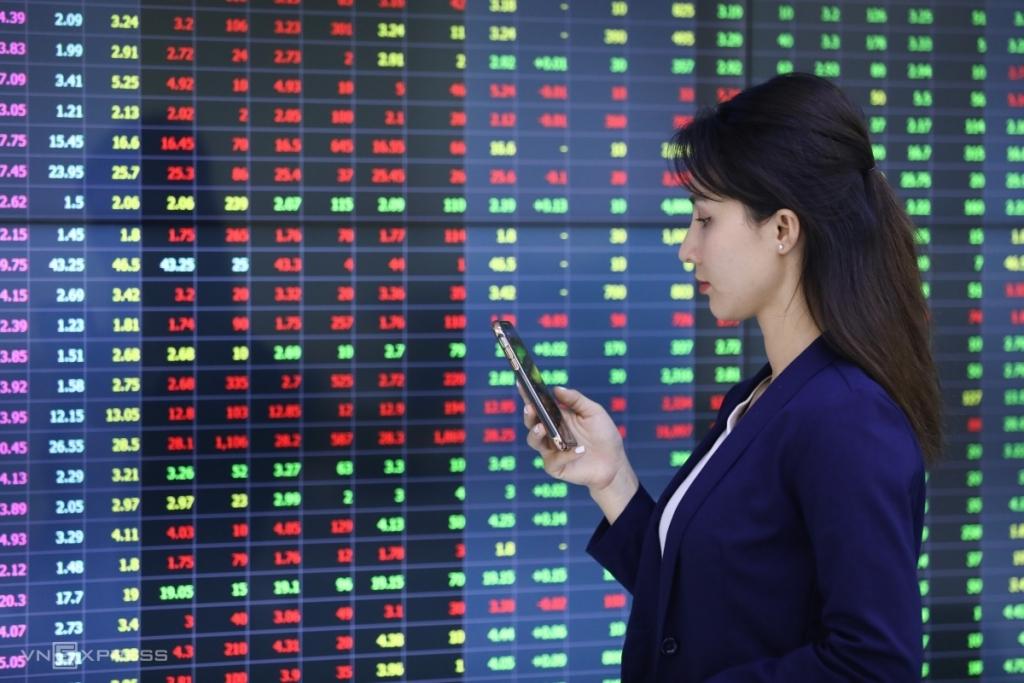 Khối ngoại bán ròng 2,3 tỷ USD, chứng khoán Việt Nam vẫn vững!