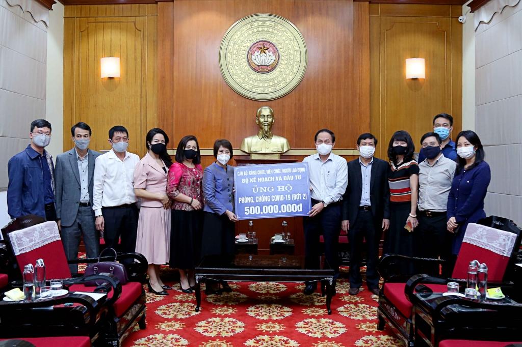 Bộ Kế hoạch và Đầu tư lần thứ hai ủng hộ công tác phòng, chống dịch Covid-19