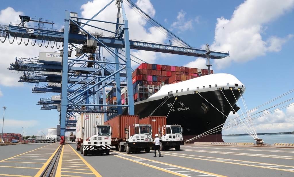 """Lại """"nóng"""" thu phí hạ tầng cảng biển, doanh nghiệp như ngồi trên lửa"""
