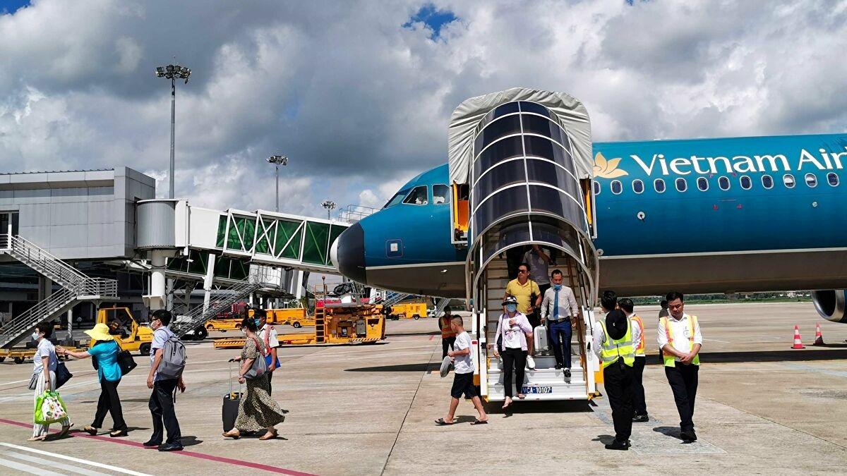 Dừng tất cả các đường bay nội địa chở khách đi, đến các tỉnh phía Nam