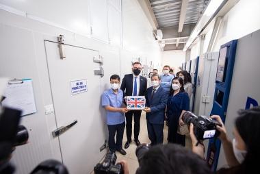 Anh bàn giao 415.000 liều vaccine cho Việt Nam