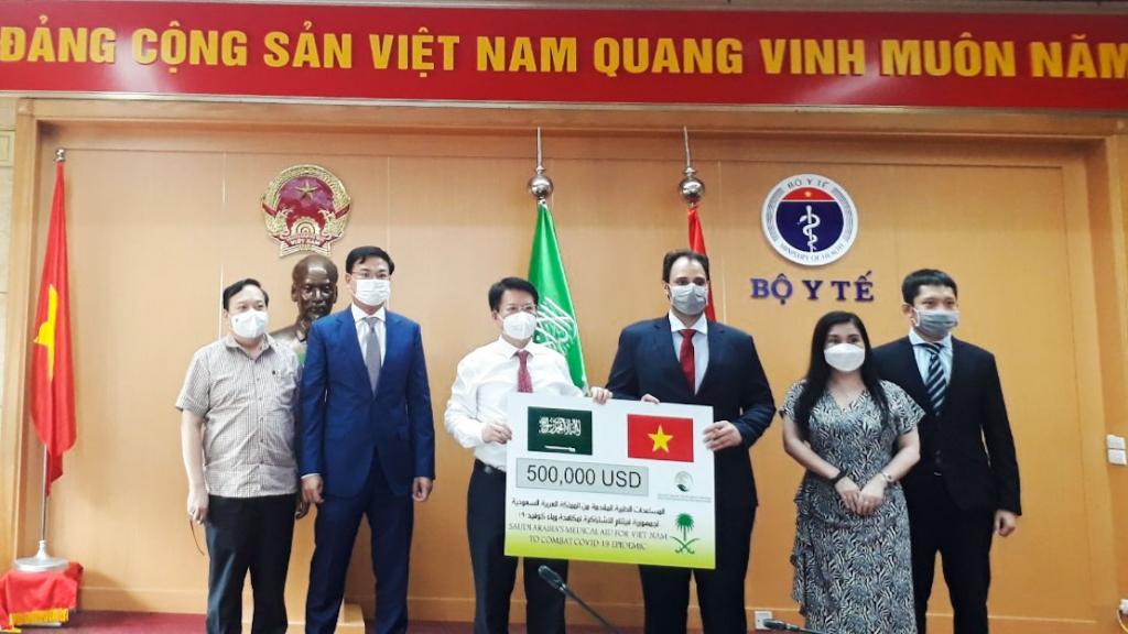 Việt Nam tiếp nhận hỗ trợ vật tư y tế từ Ả-rập Xê-út