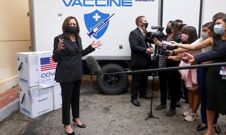 Phó Tổng thống Mỹ chứng kiến lễ trao tặng vaccine cho Việt Nam