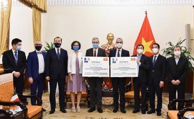 Pháp và Italia tiếp tục viện trợ vaccine cho Việt Nam