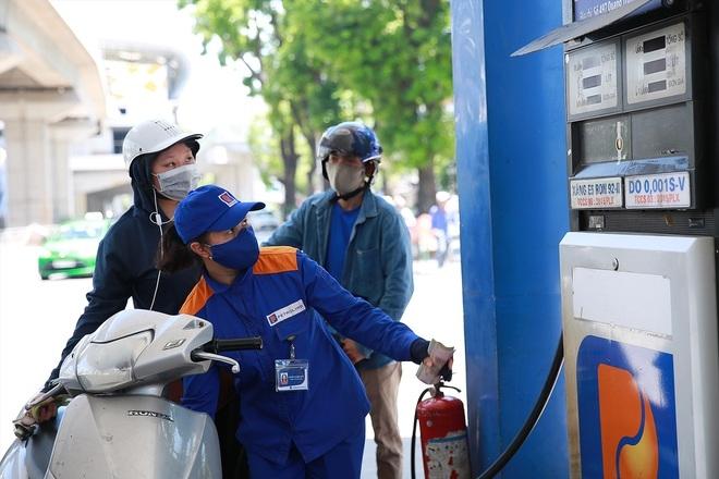 Giá xăng, dầu đồng loạt tăng trở lại sau 2 kỳ giảm giá